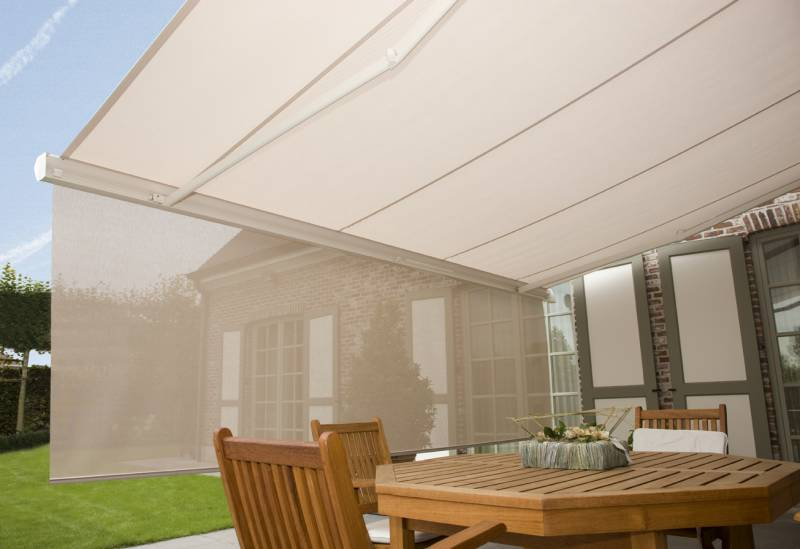 How to maintain retractable awnings?